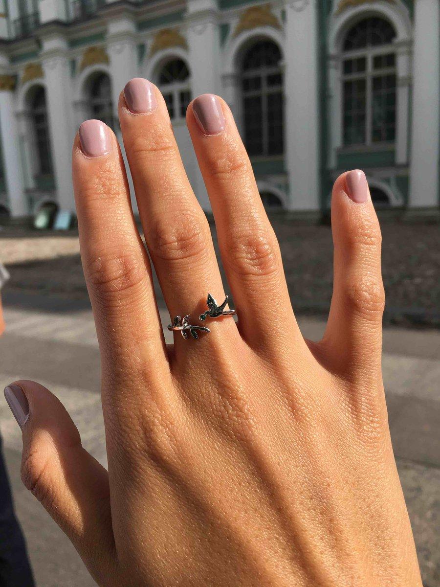 Кольцо с птичкой.