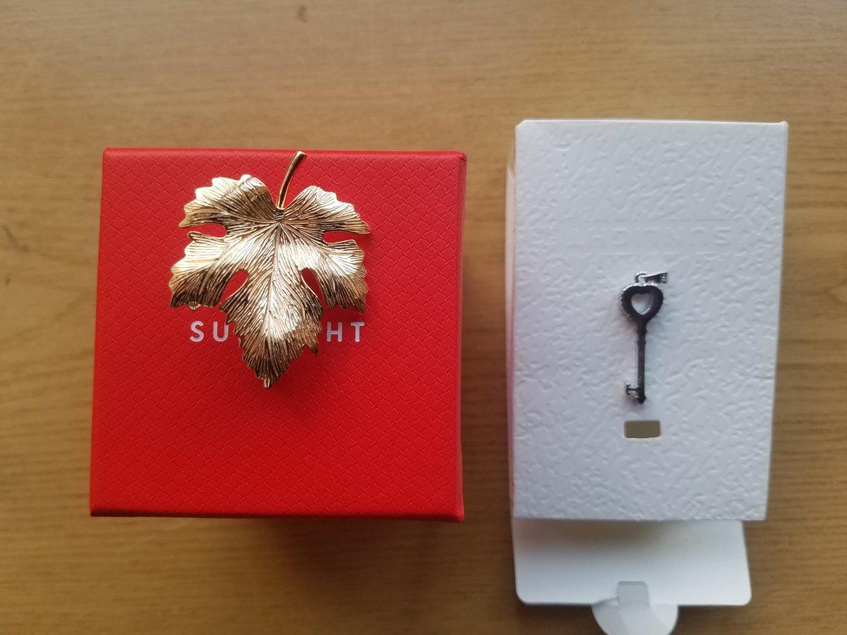 Серебряная Брошь в форме клинового листа.