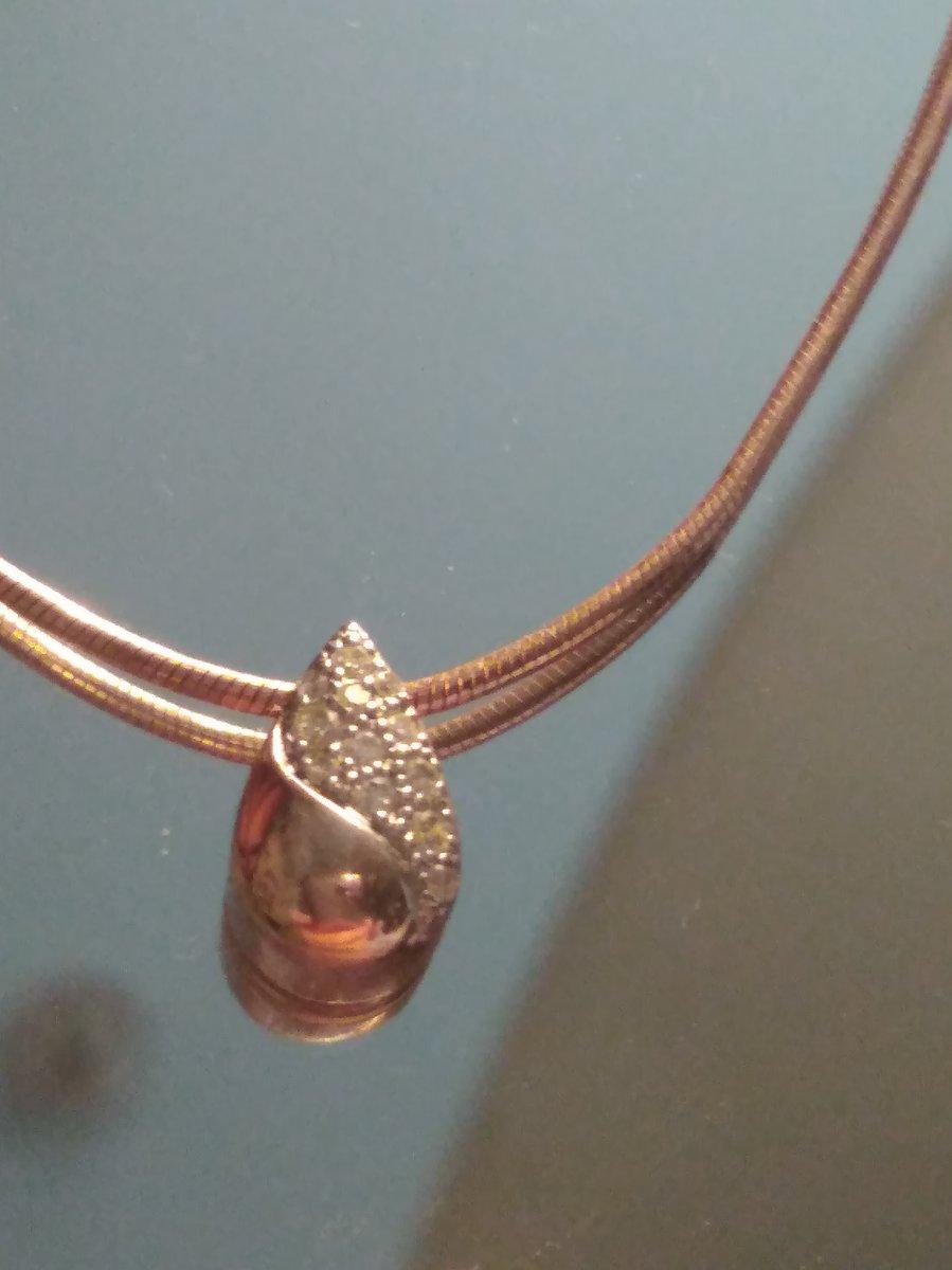 Капелька с бриллиантовой крошкой