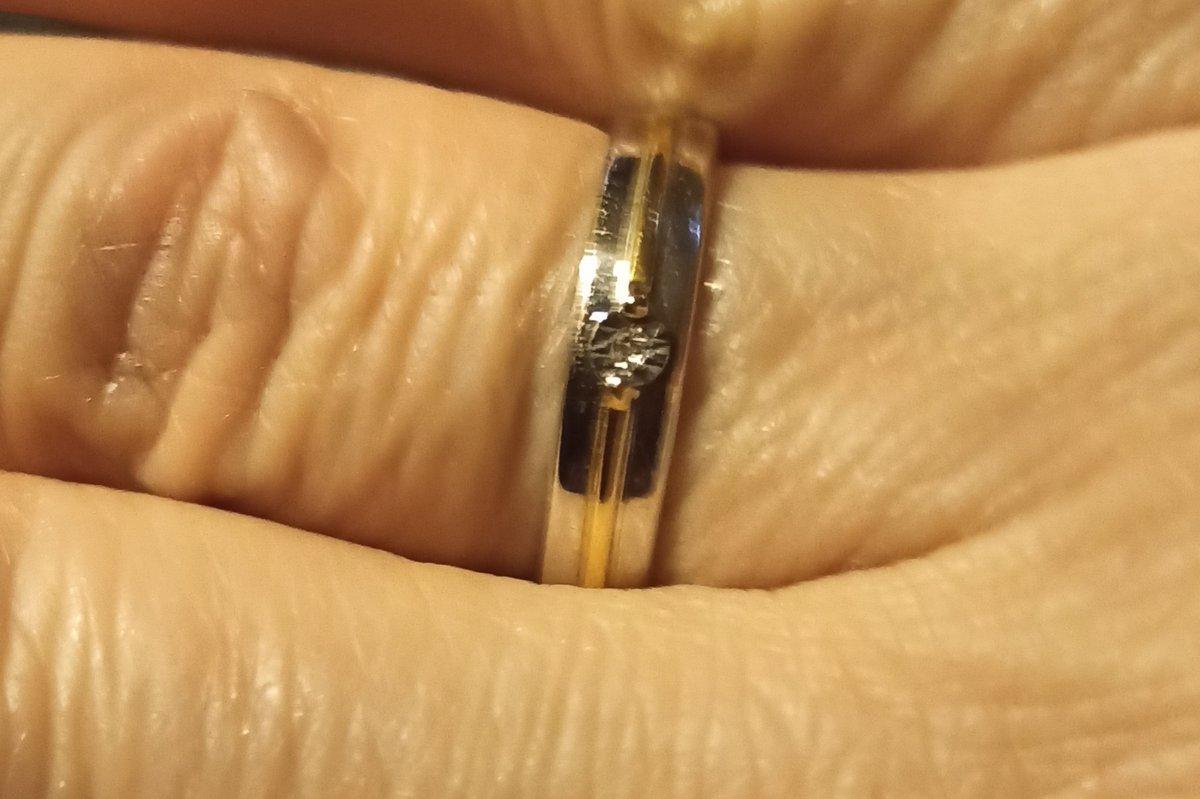 Серебряное колечко с маленьким бриллиантиком