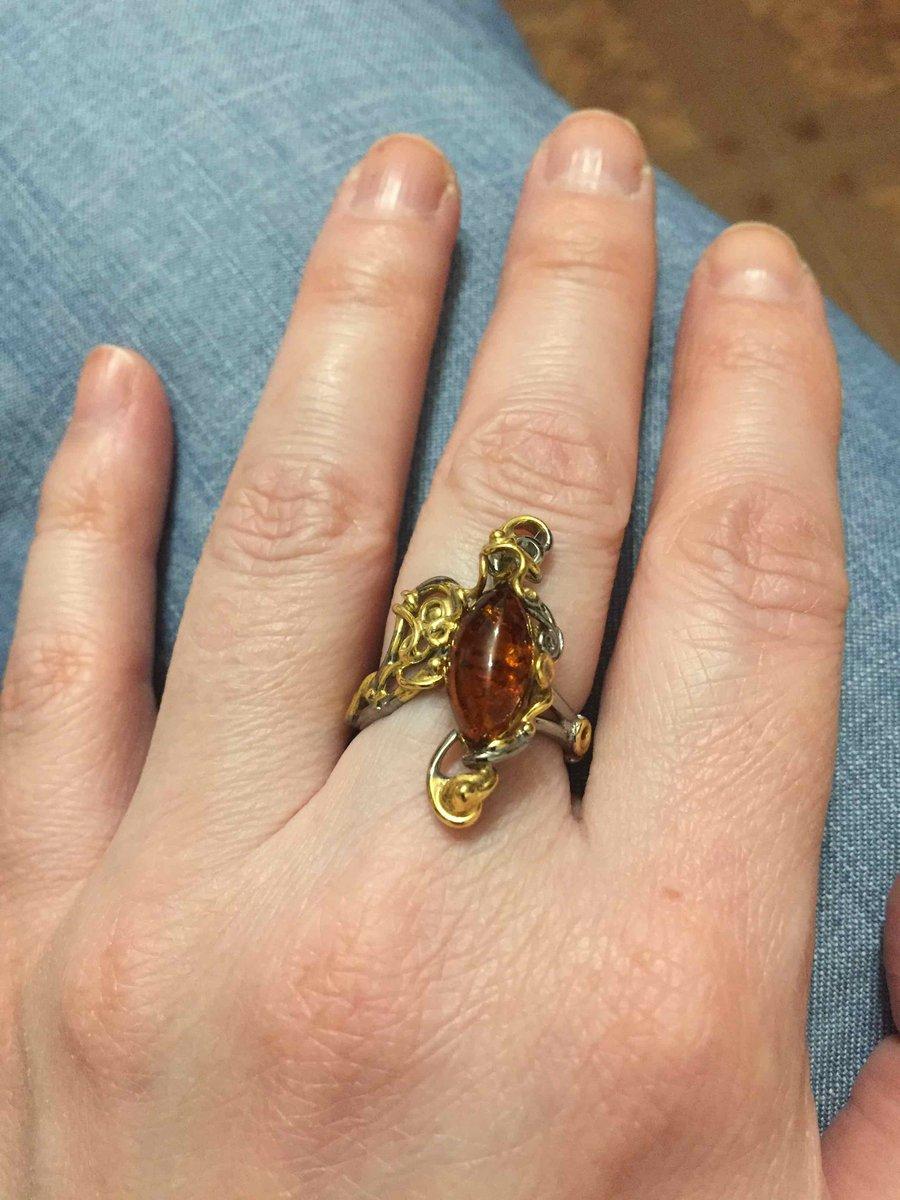 Кольцо с янтарем