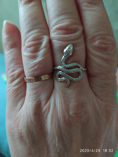 Заказал кольцо супруге