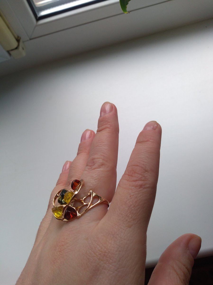 Красивое кольцо с янрарем