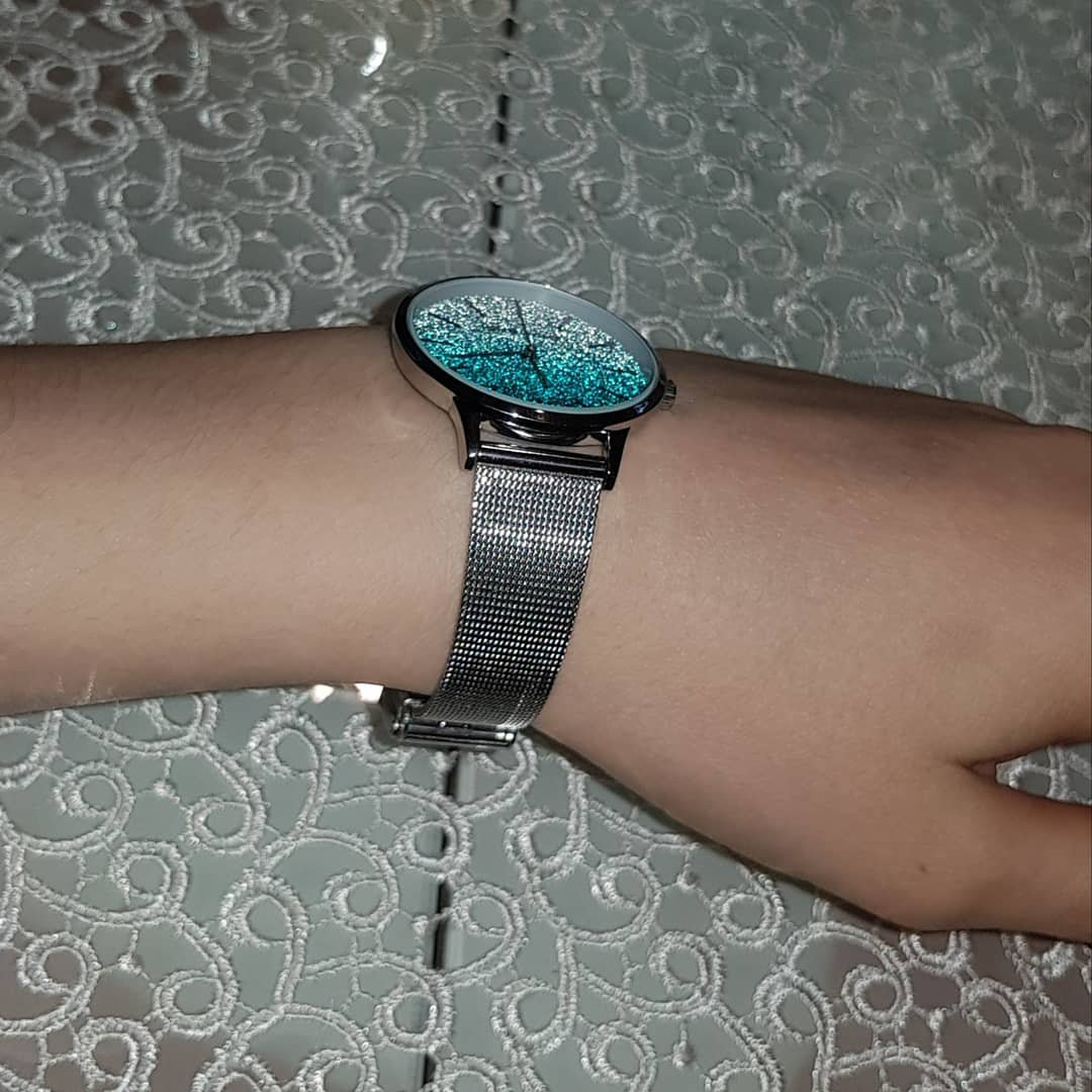 Красивые часы с миланским браслетом.