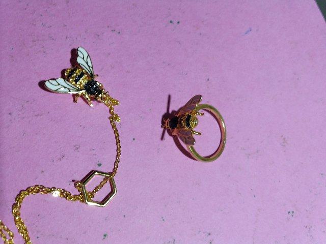 Весёлая пчёлка
