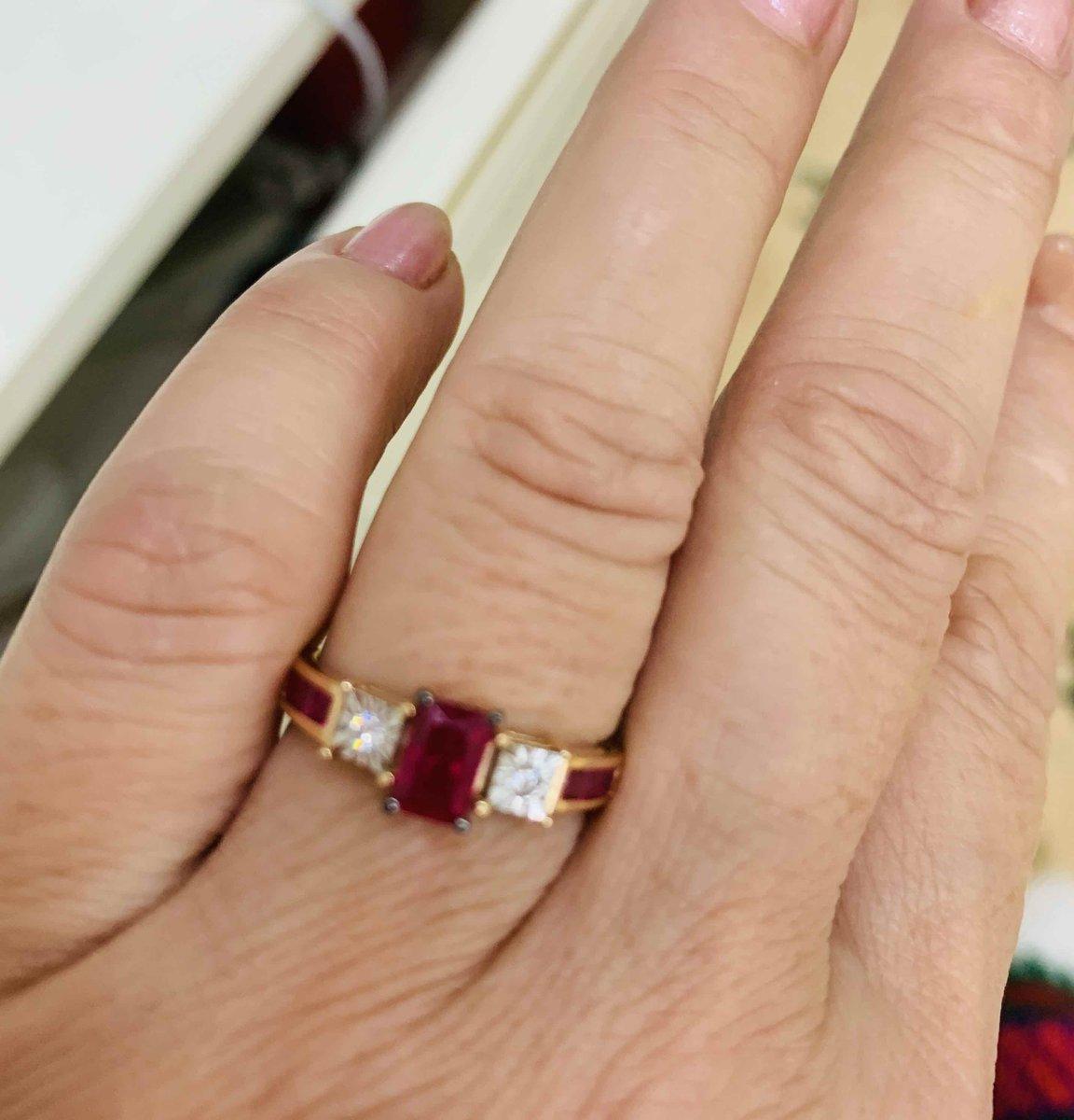 Кольцо золотое с бриллиатами и рубинами