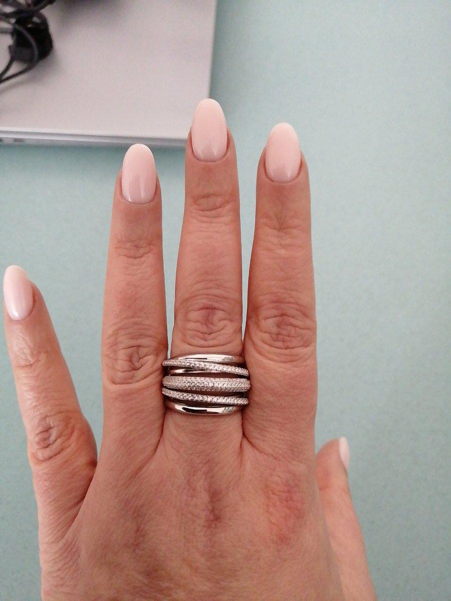 Покупка витого серебряного кольца. Покупала со скидкой, выглядит шикарно.