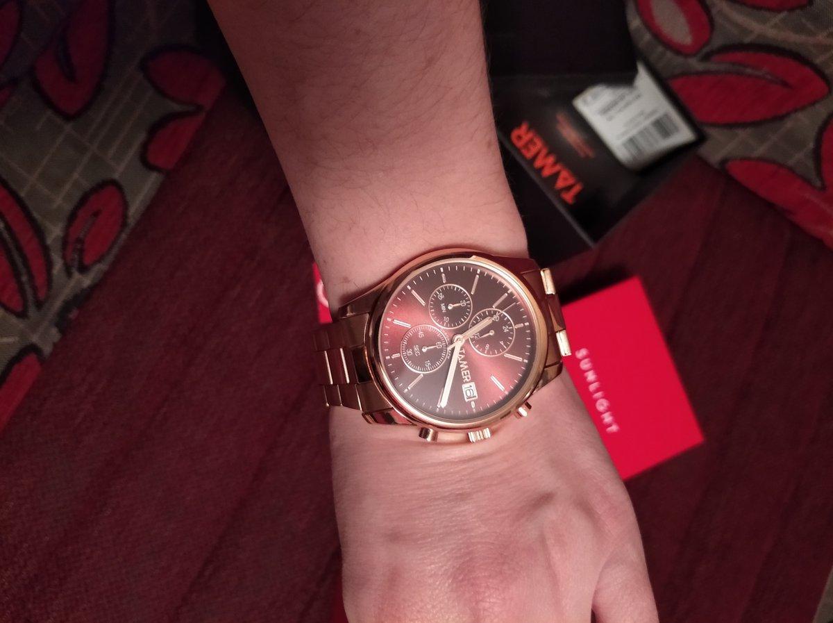 Часы простая классика но смотрятся очень дорого.