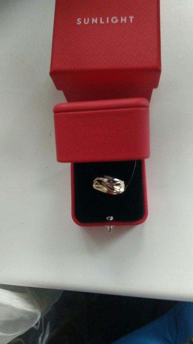 Кольцо со вставкой из белого золота