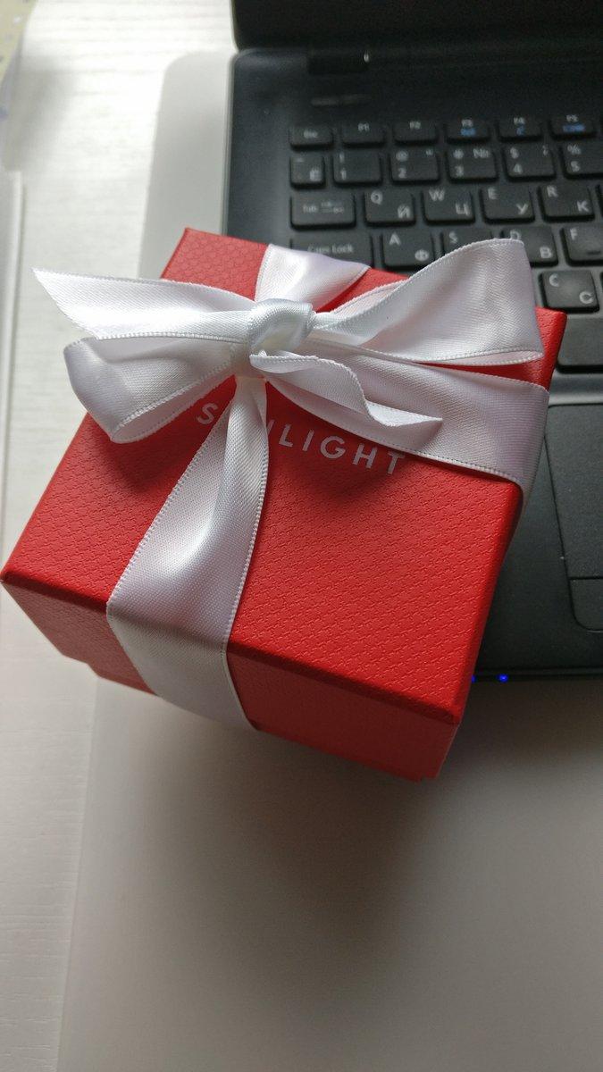 Серьги в подарок от коллег на юбилей.