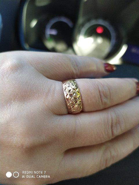 Золотое кольцо с алмазной огранкой