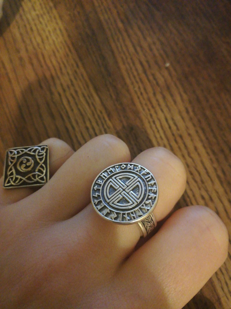 Шикарное детализированное кольцо