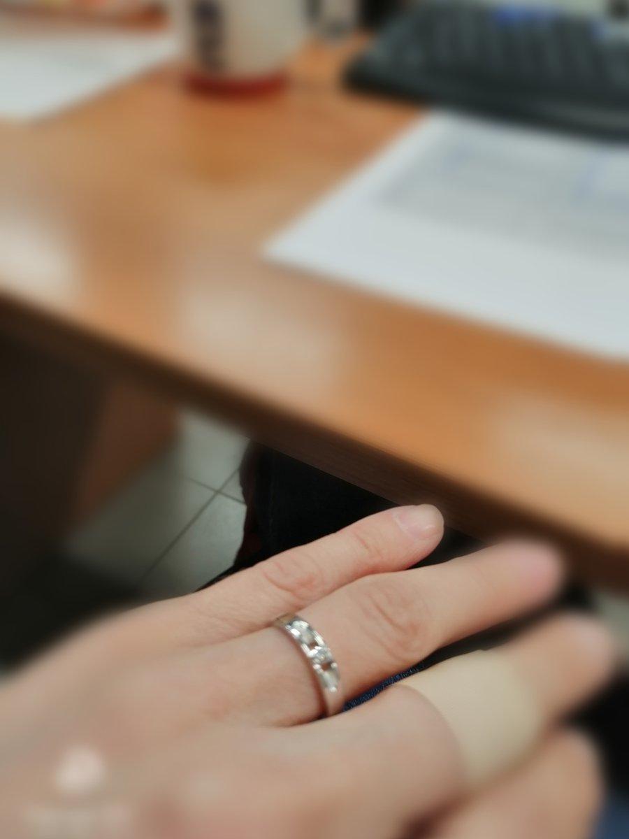 Удобное колечко с бриллиантом