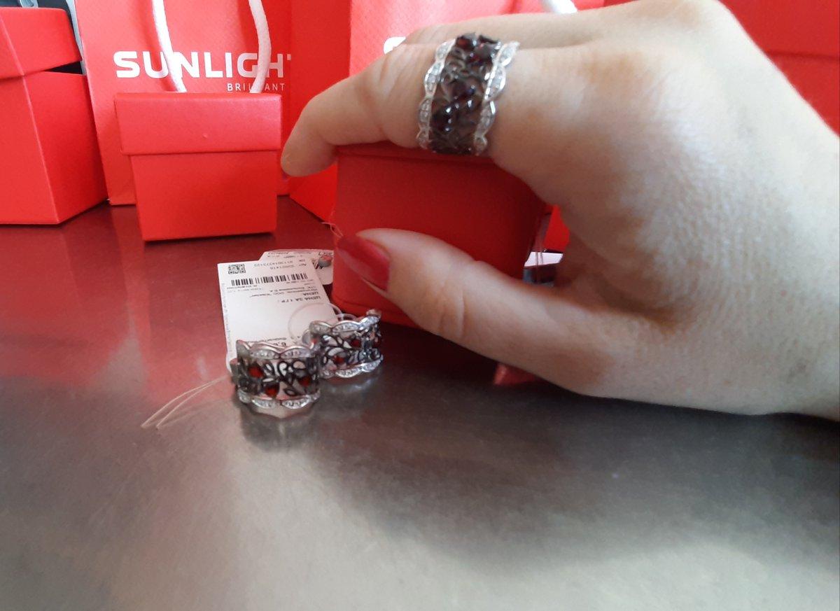Серебряное кольцо с гранатом.