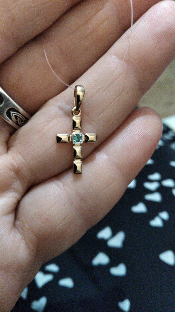 Крестик с изумрудом