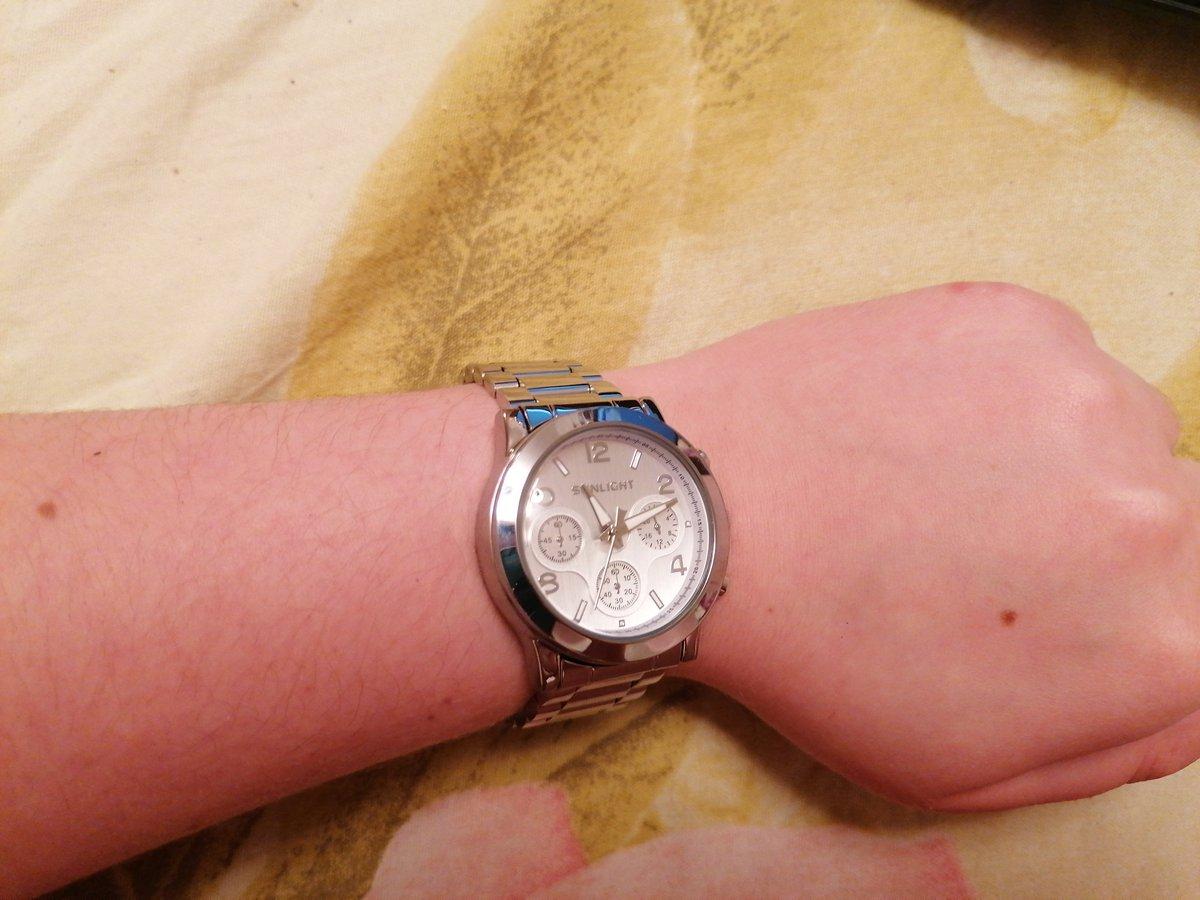 Часы супер, выглядят дорого, солидно