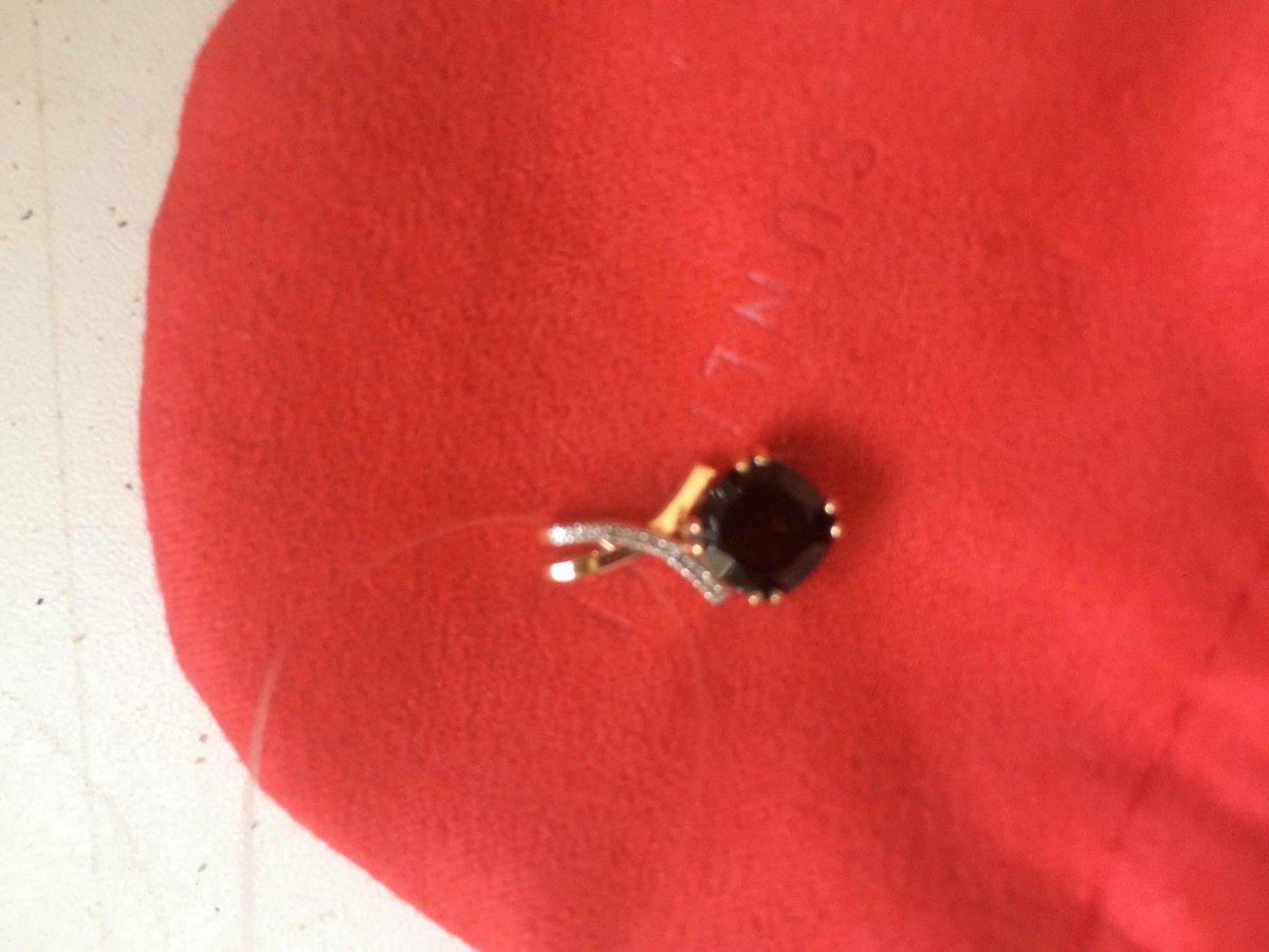 Золотая подвеска с бриллиантами и гранатом