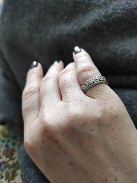 Классное кольцо , давно хотела заменить простое на что то оригинальное .