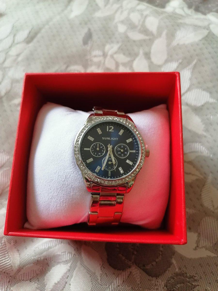 Молодёжные элегантные часы.