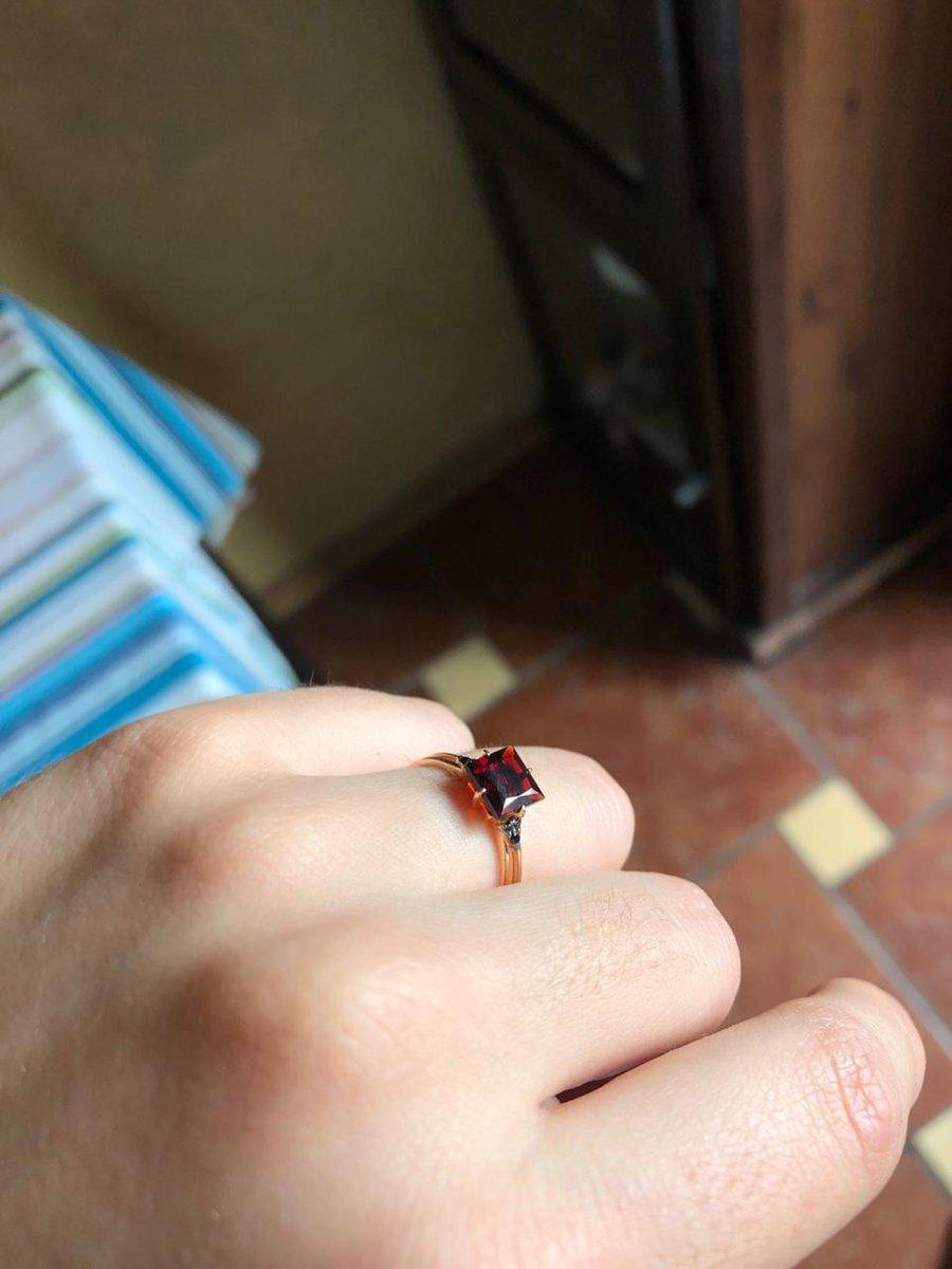 Кольцо с черными бриллиантами и гранатом