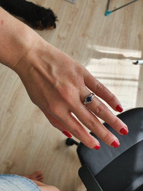 Очень красивое кольцо, смотрится шикарно