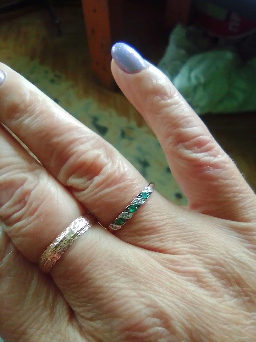 Кольцо с изумрудиками