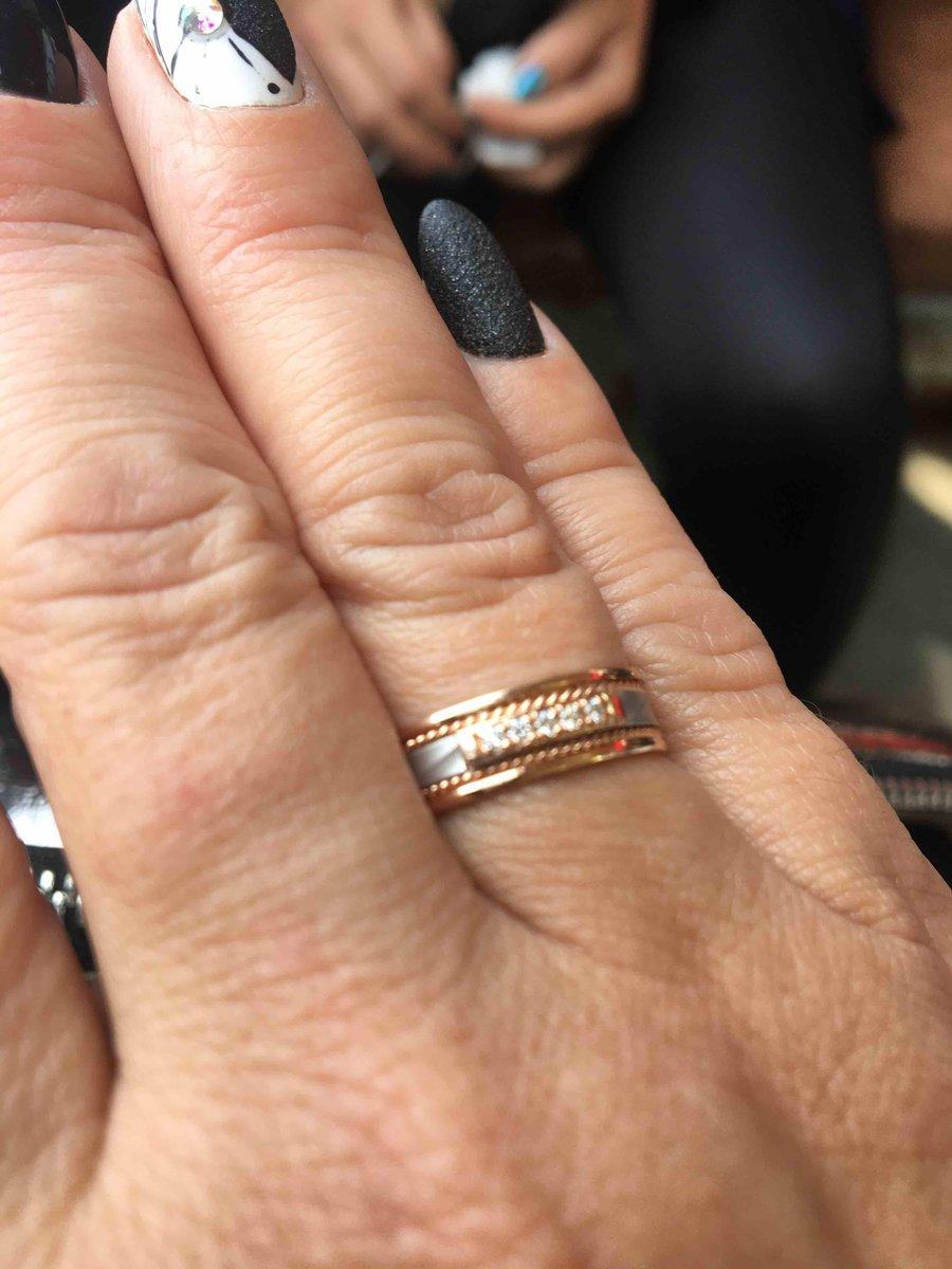 Кольцо обручальное с бриллиантиками