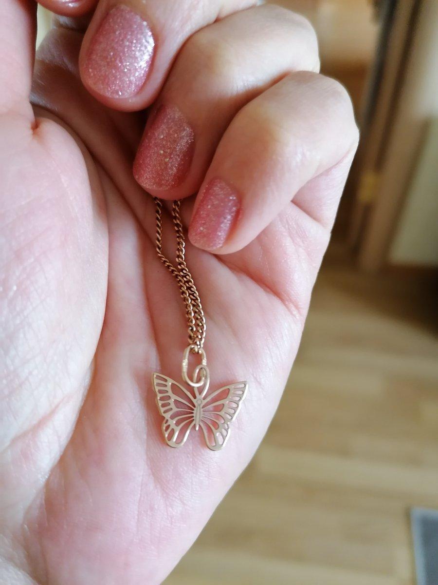 Милая лёгкая бабочка.