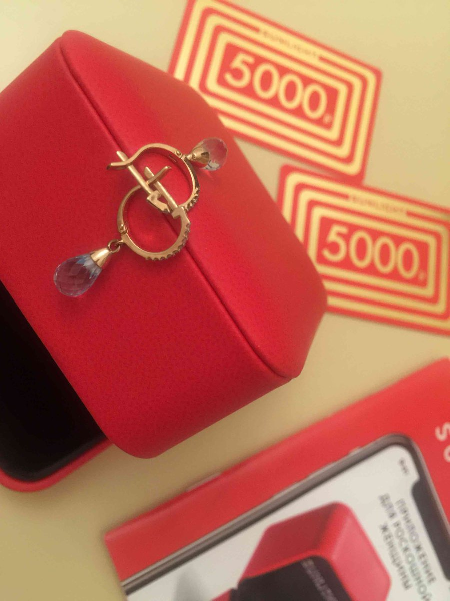 Золотые серьги с топазами и бриллиантами.