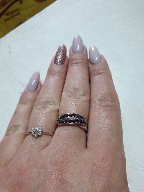 Золотое кольцо с сапфирами