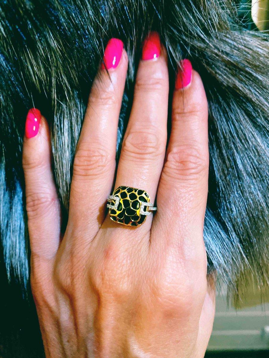 Стильное кольцо с бриллиантами!