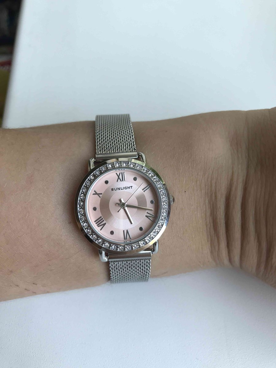 Приобрела часы которые очень пришлись по душе,нежные. мечта исполнилась