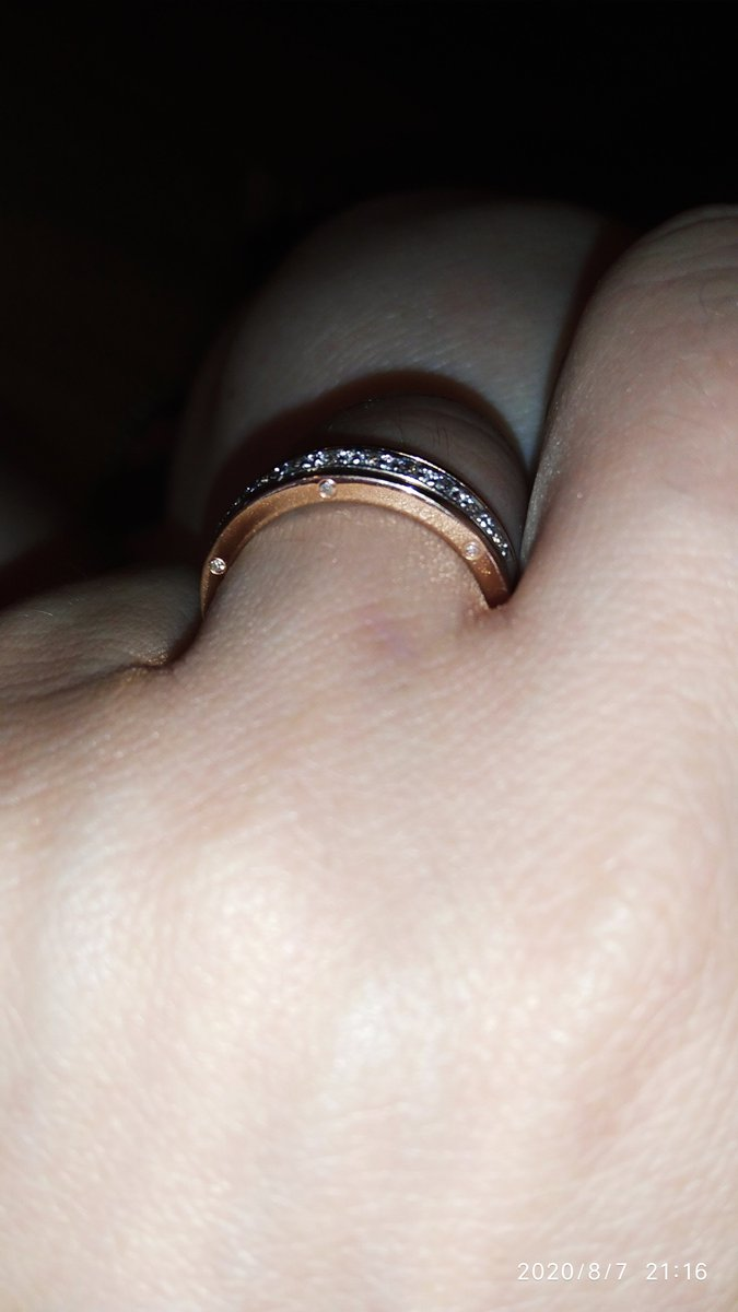 Очень понравилось мои первые обручальное кольцо, и у мужа