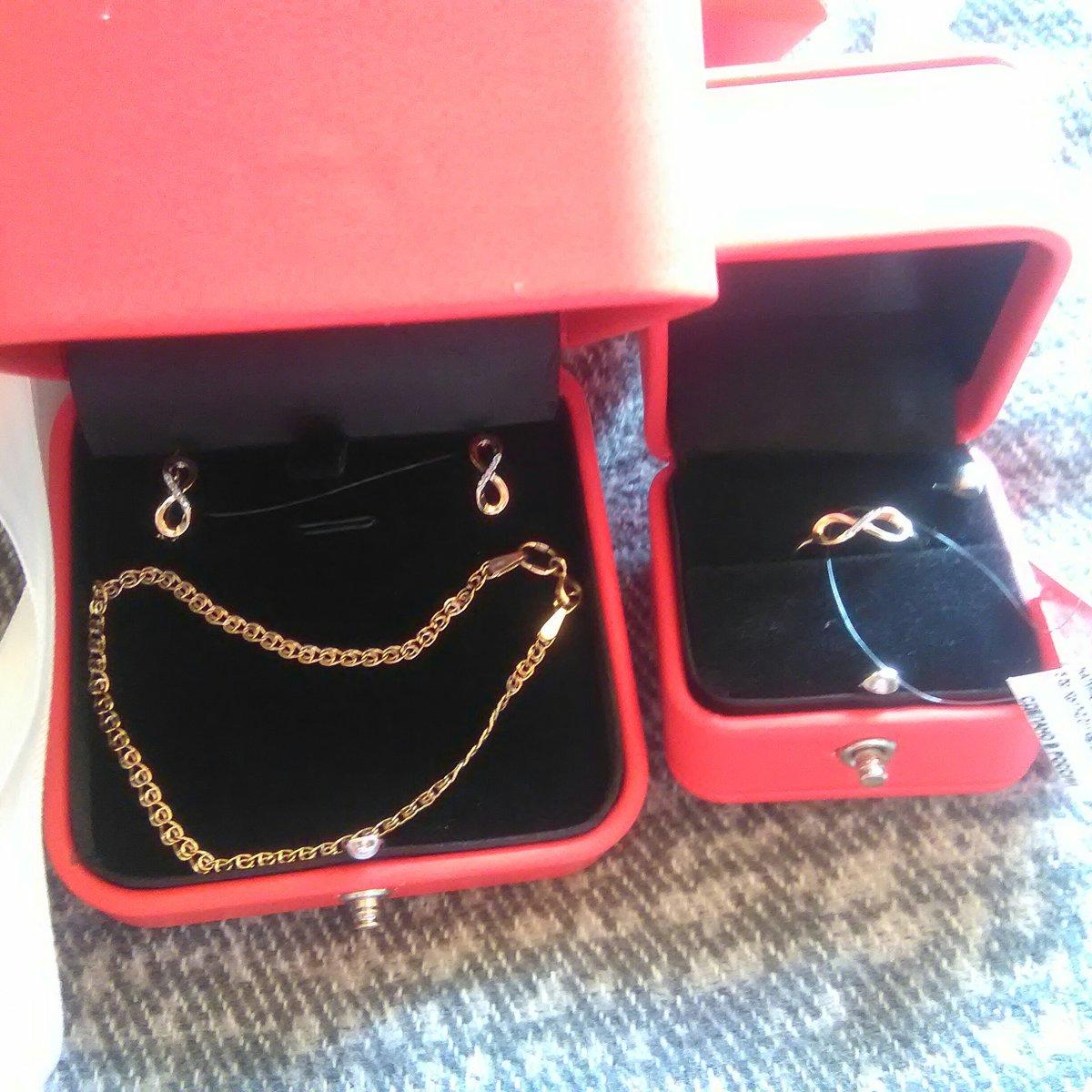 Прикольные сережки, купила дочери и еще купила ей колечко тоже симпатичное