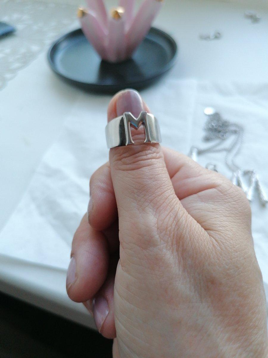 Кольцо с буквой М