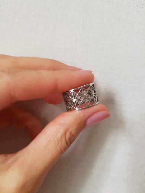 Нежное коььцо с геометричес3им орнаментом