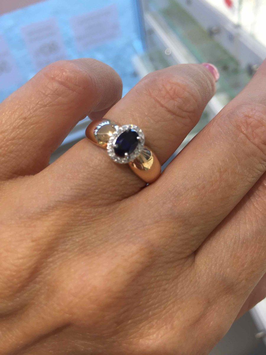 Кольцо с бриллиантиками и сапфиром