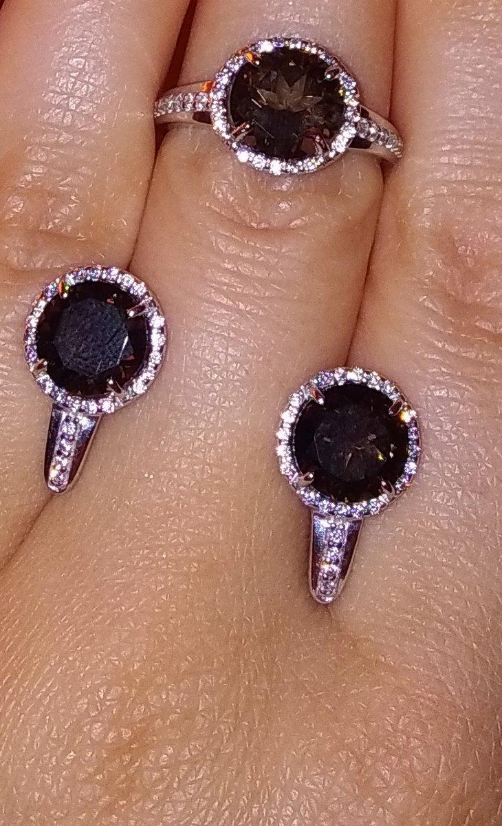 Серьги камень темнее, чем кольцо