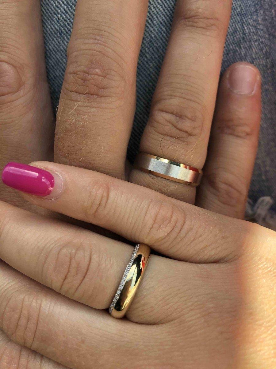 Нежное обручальное кольцо