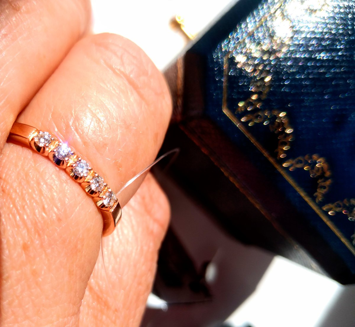 Изящное кольцо с бриллиантами!