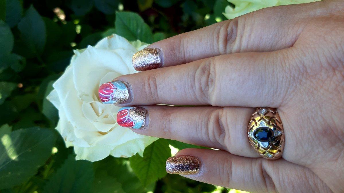 Золотое кольцо с сапфиром р-р 19