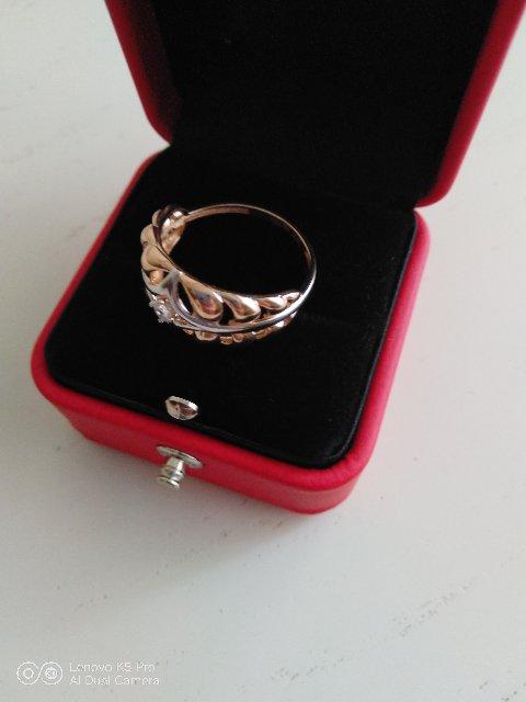 Замечательное кольцо, необычный дизайн на пальце сидит очень удобно.