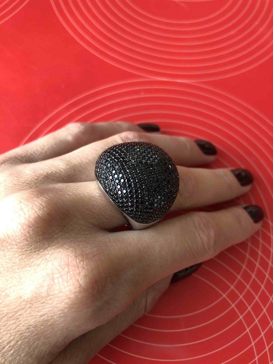 Крупное кольцо с черными фианитами