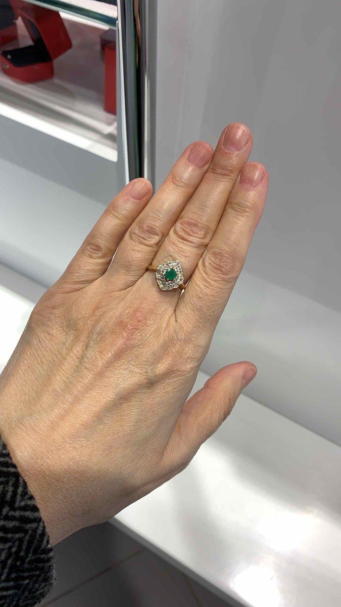 Изумрудик на средний палец