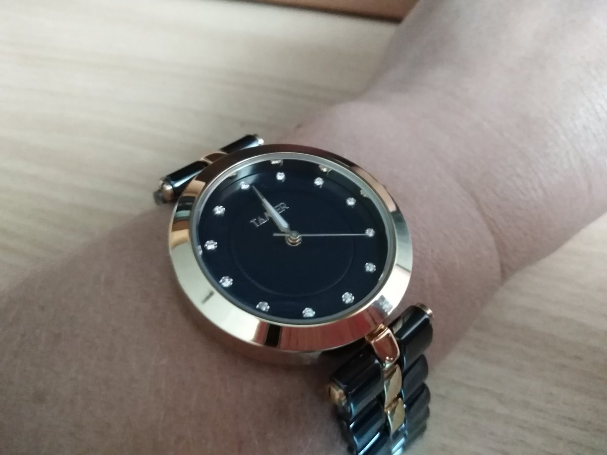 Очень красивые часы, не смотря на внушительный размер, но это поправимо
