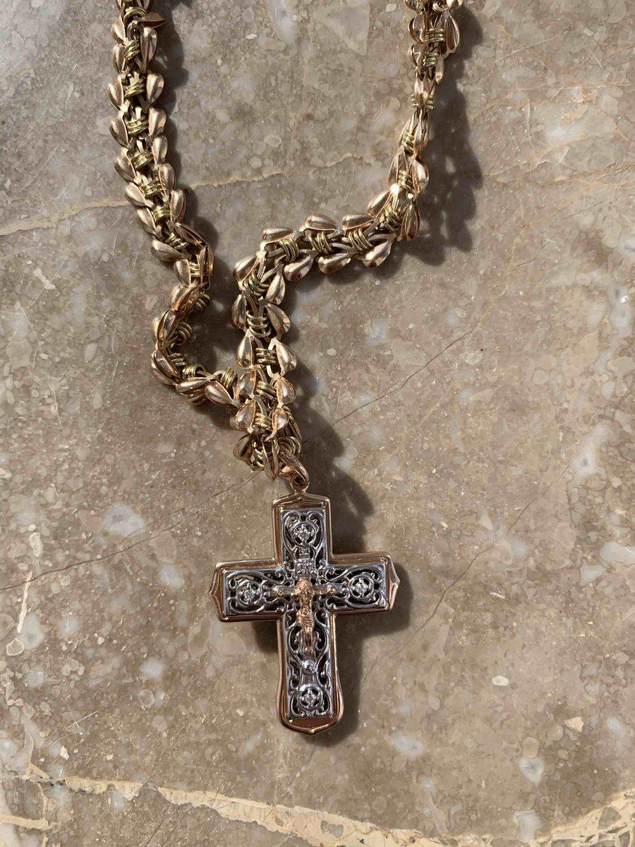 Изящный золотой крест