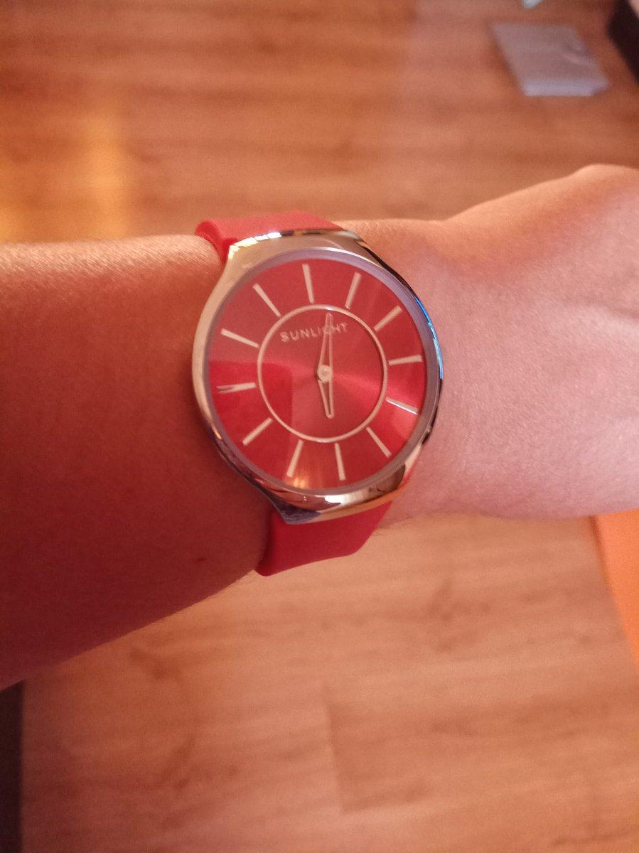 Часы sanlight с красным ремешком