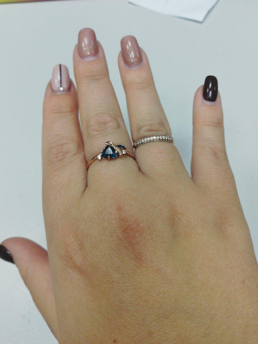 Кольцо просто бомба я даже не думала что такой классный цвет камней