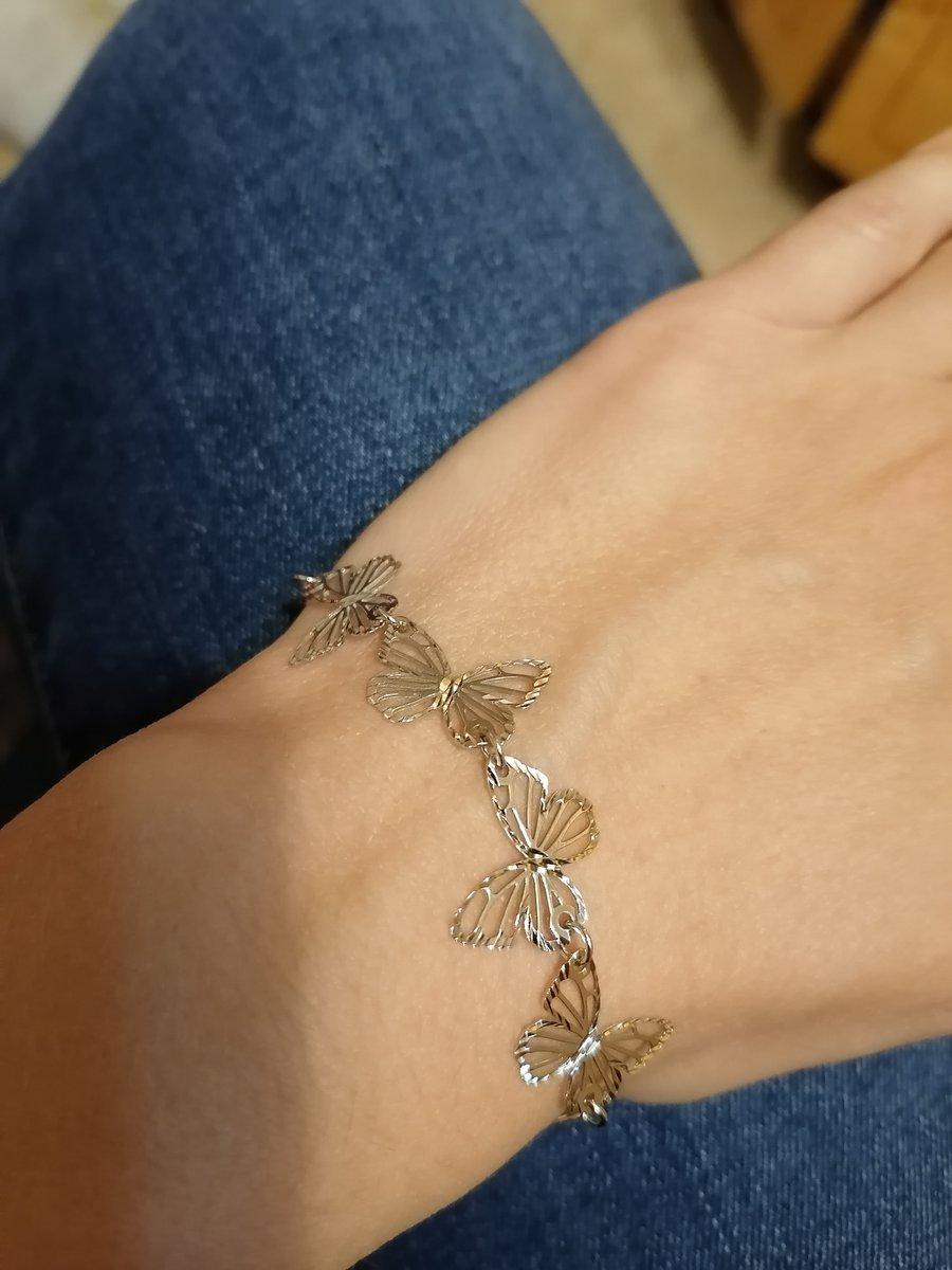 Красивый и нежный браслет с бабочками!