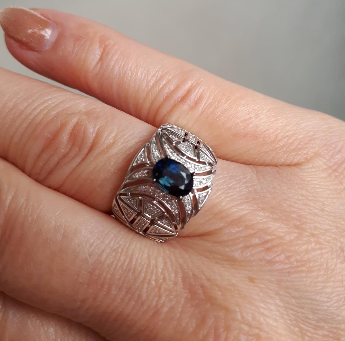 Потрясающее, стильное кольцо